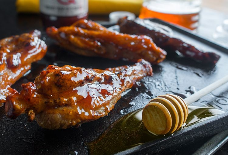 Fully Cooked Turkey Wings (5 lbs) & Original BBQ Sauce